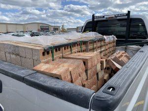بارگیری آجر در کامیون